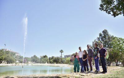 Se pone en marcha el géiser del lago de los Jardines del Vinalopó