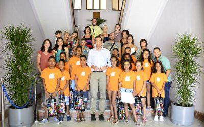 El alcalde recibe a los niños saharauis que están pasando el verano en Elda y comarca