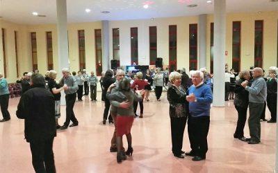Los bailes de los mayores se trasladan a la Plaza Castelar durante el mes de agosto