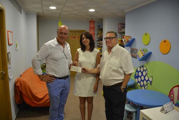 El Rotary Club Elda ofrece un cheque de 2.000€ que se utilizarán para mejorar el Punto de Encuentro Familiar
