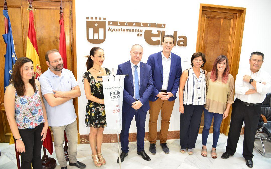 """La Generalitat Valenciana entrega por primera vez el banderín del premio """"Generalitat Valenciana""""  a las Fallas de Elda"""