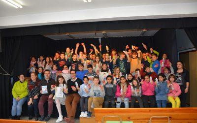 El kit para una ciudad limpia llega a las clases de 5º del colegio Miguel Hernández
