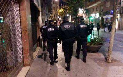 La Policía Local activa un dispositivo especial los fines de semana para combatir el incivismo