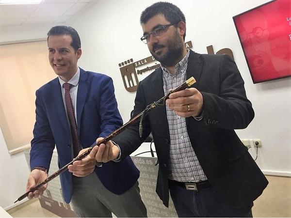 El Ayuntamiento de Elda expondrá la Vara de Mando de Manuel Azaña de manera permanente