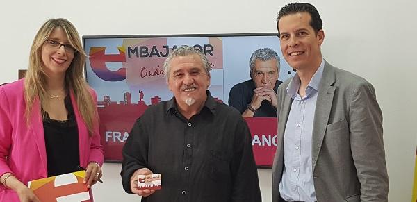 El pastelero Francisco Torreblanca recibe el carné de Embajador de Elda