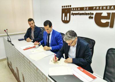 El Ayuntamiento firma un convenio con el Centro Excursionista Eldense para otorgarle una subvención de 20.000 euros