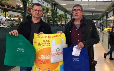 Los Mercados de Elda se suman a la campaña para la reducción del uso de bolsas de plástico