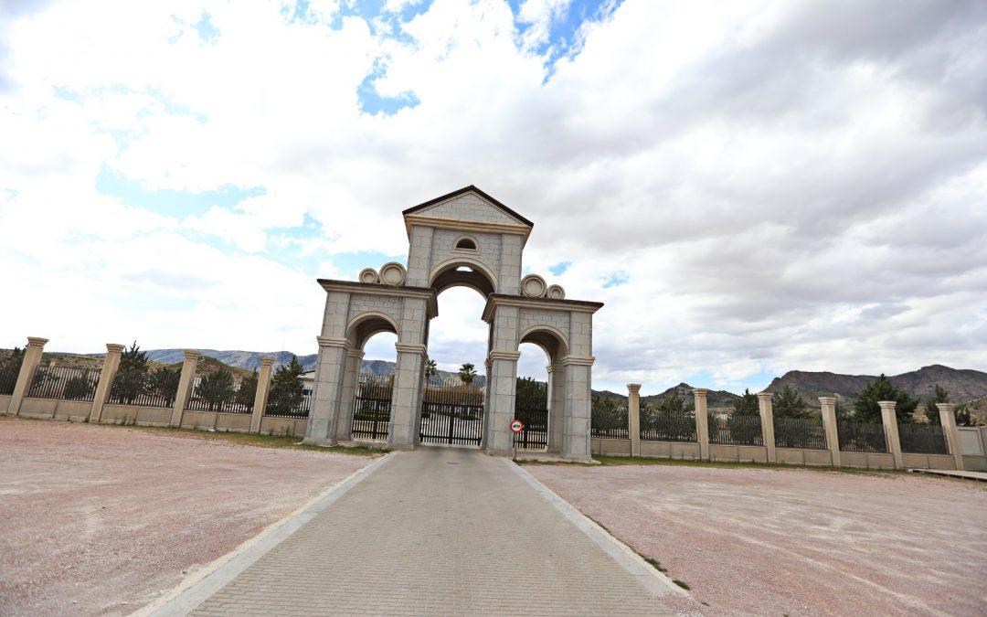 El Ayuntamiento amplía los horarios de los  cementerios y habilita un servicio especial de autobuses para el Cementerio Virgen de los Dolores para la festividad de Todos los Santos