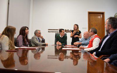 El Ayuntamiento de Elda firma los convenios de colaboración con las entidades sociales cuya cantidad  se ha incrementado en un 12%