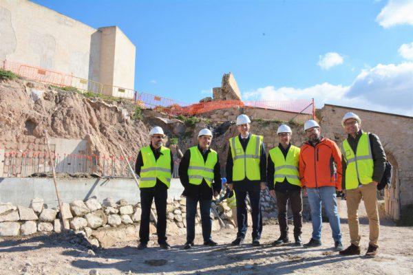 Visita a las obras del Castillo de Elda.