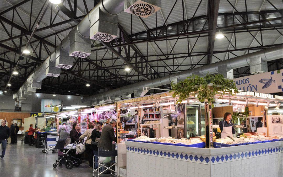 Los mercados y mercadillos de Elda abren al público durante los festivos del 6 y 8 de diciembre