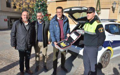 El Ayuntamiento de Elda incorpora tres desfibriladores portátiles para la Policía Local