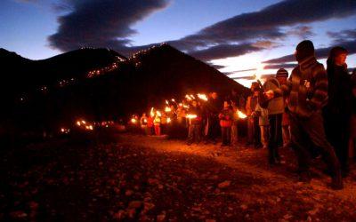 El Ayuntamiento pide a todos los ciudadanos y ciudadanas de Elda que el 5 de enero enciendan velas en sus balcones y ventanas para iluminar la llegada de los Reyes Magos a la ciudad