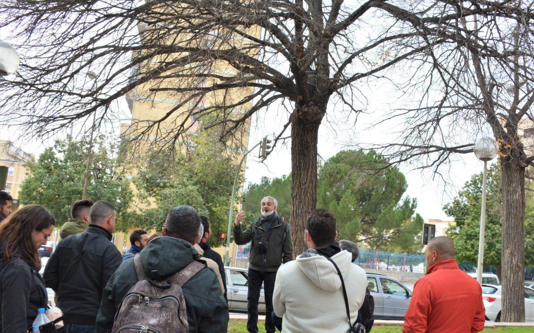 Los empleados municipales y de la contrata de jardines realizan un curso de poda para mejorar sus trabajos en las zonas verdes de Elda