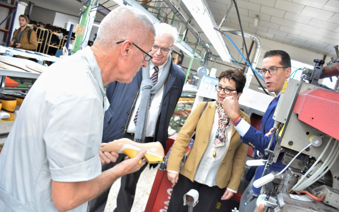 El director general de Industria se reúne con los empresarios de Elda para dar a conocer el programa de ayudas para la reindustrialización