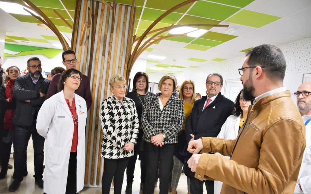 La consellera de Sanidad visita la renovada planta de obstetricia del Hospital de Elda