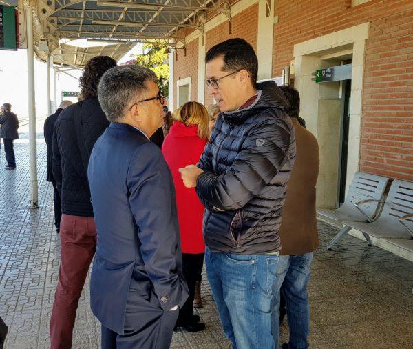 Rubén Alfaro con el delegado del Gobierno.