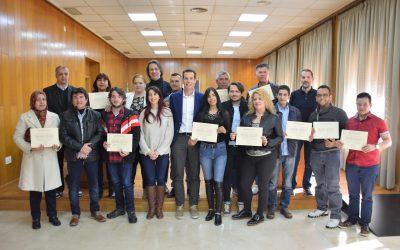 El alcalde de Elda ha entregado los diplomas a los alumnos y alumnas de la Escuela de Acogida