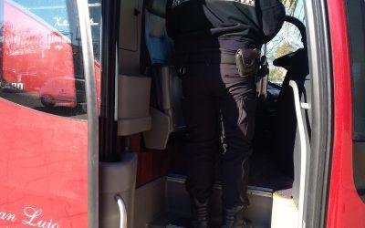 La Policía Local de Elda inmoviliza un autobús escolar cuyo conductor ha dado positivo por drogas