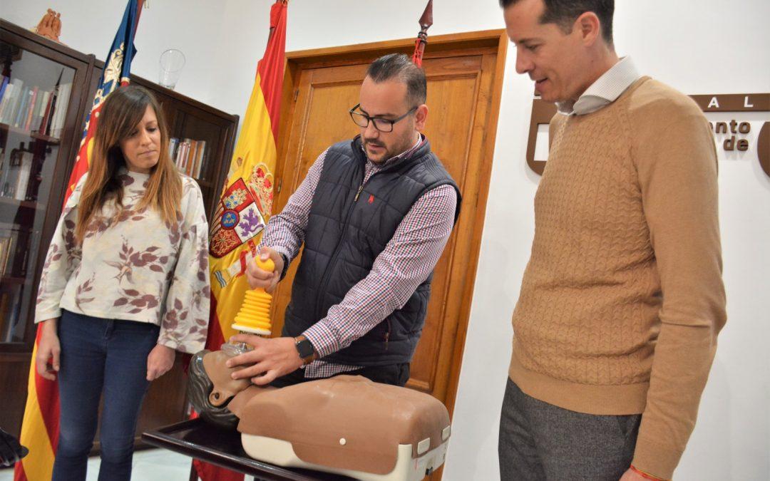 Los centros educativos públicos de Elda dispondrán de un dispositivo de emergencia para casos de asfixia por atragantamiento