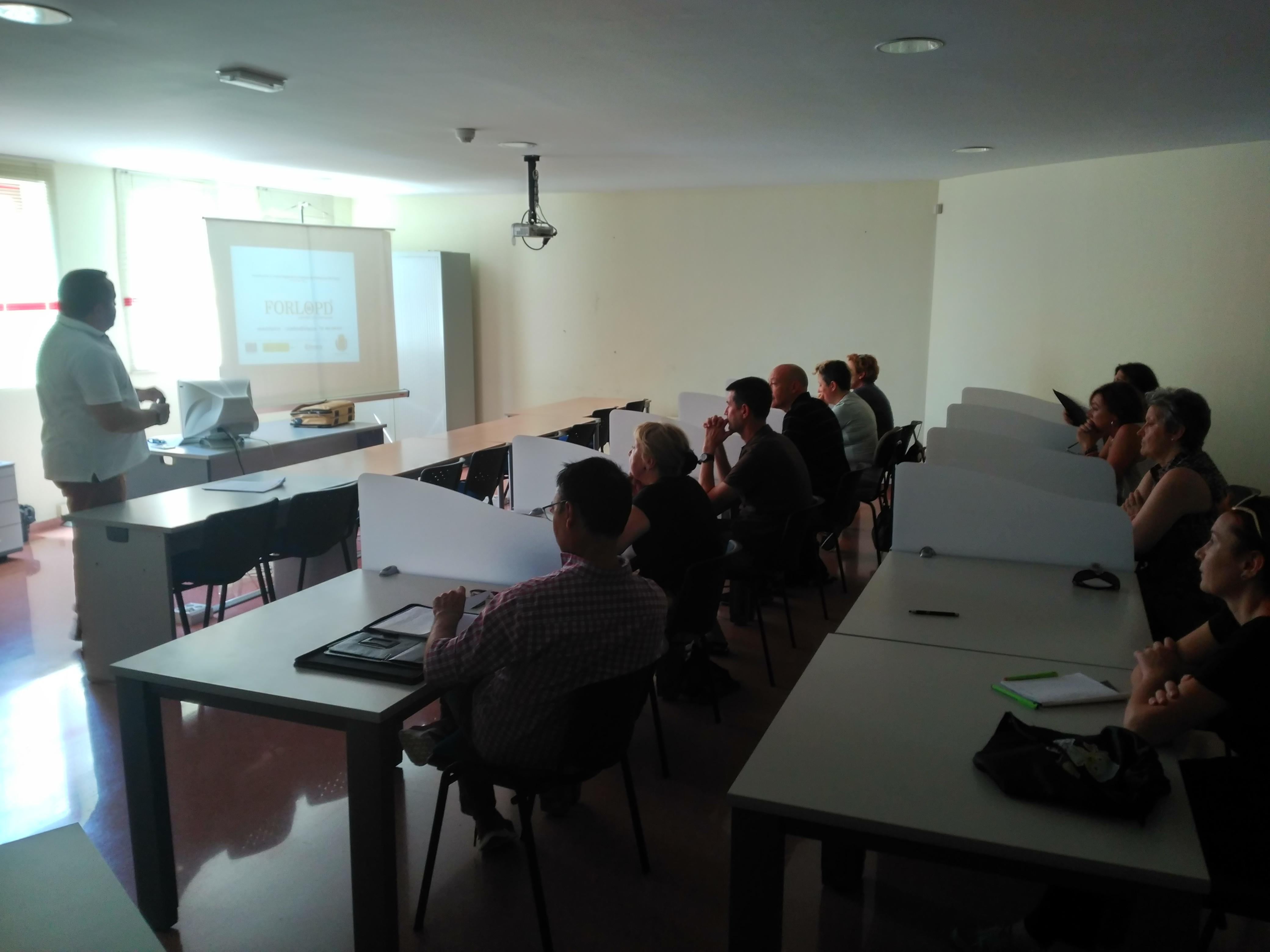 Elda acoge la programación de talleres formativos dirigidos a comerciantes que impulsa la Cámara de Comercio de Alicante