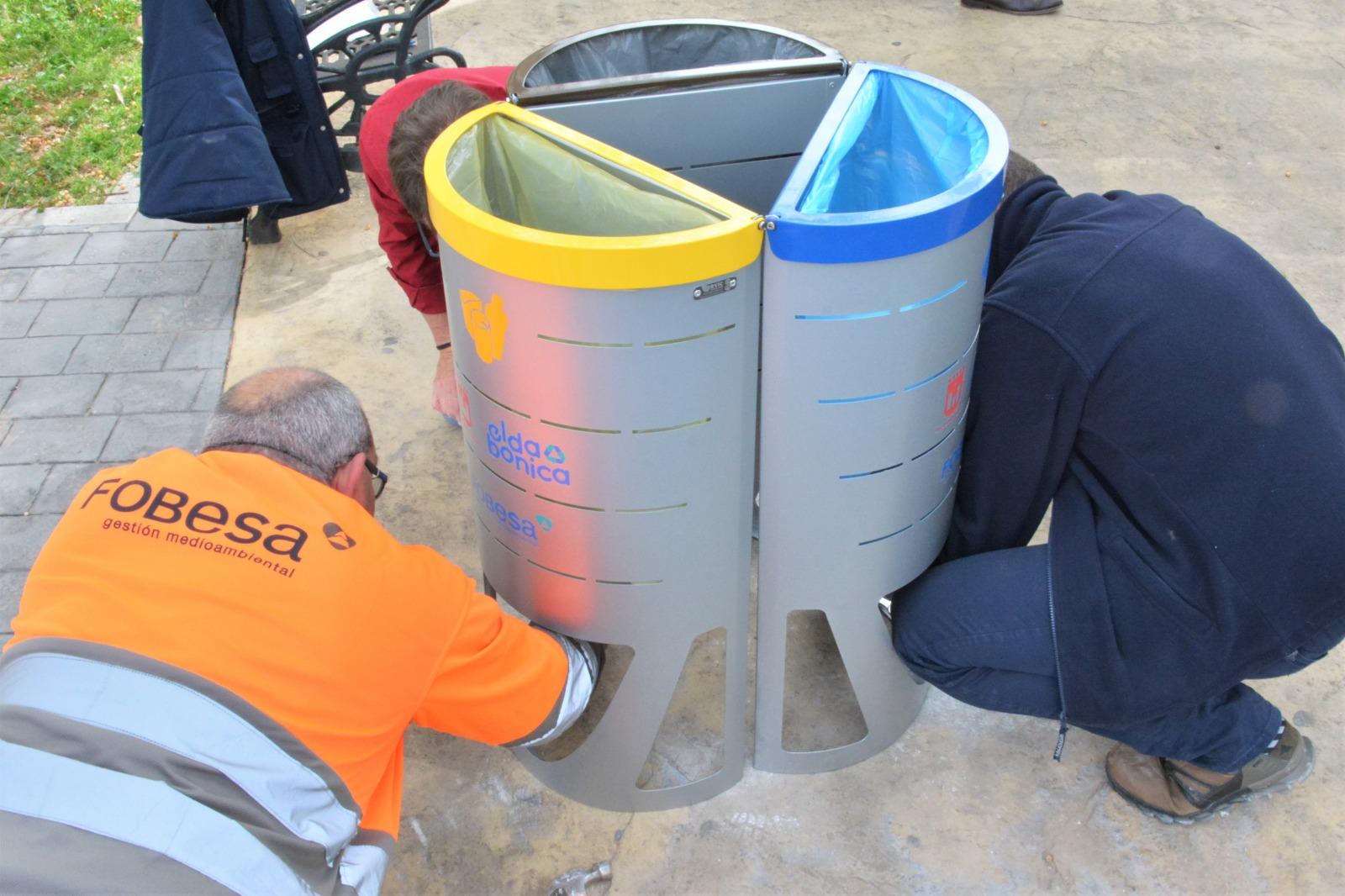 El Ayuntamiento de Elda y Fobesa colocan 120 papeleras de recogida selectiva por toda la ciudad