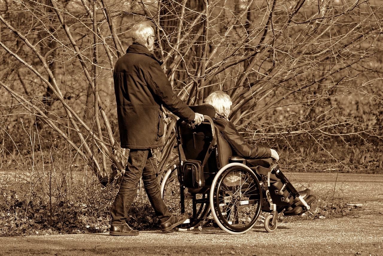 Los cuidadores de personas dependientes de Elda podrán volver a cotizar