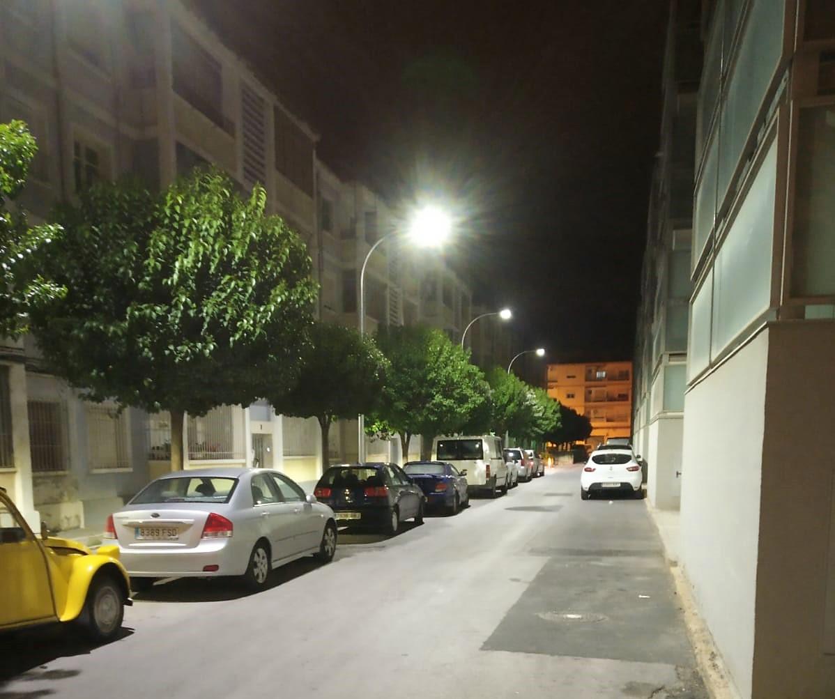 El Ayuntamiento de Elda completa la renovación del alumbrado público de la calle El Greco, en el barrio de Las Trescientas