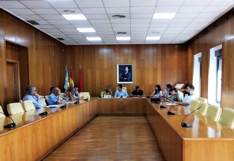 El alcalde de Elda, Rubén Alfaro, delega la presidencia de las Comisiones Informativas municipales en los grupos de la oposición