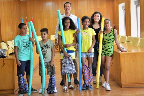 El Ayuntamiento de Elda recibe a los niños saharauis que pasan el verano en la ciudad