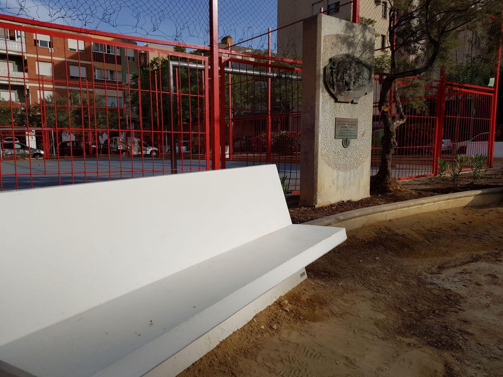 La  Concejalía de Servicios Públicos finaliza la renovación completa del Parque Antonio Gades