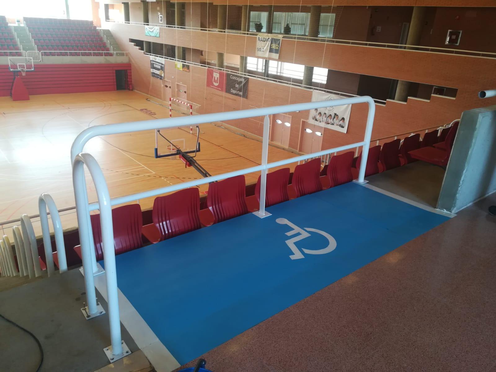 Deportes finaliza las zonas accesibles en las gradas de los pabellones Juan Carlos Verdú y Florentino Ibáñez