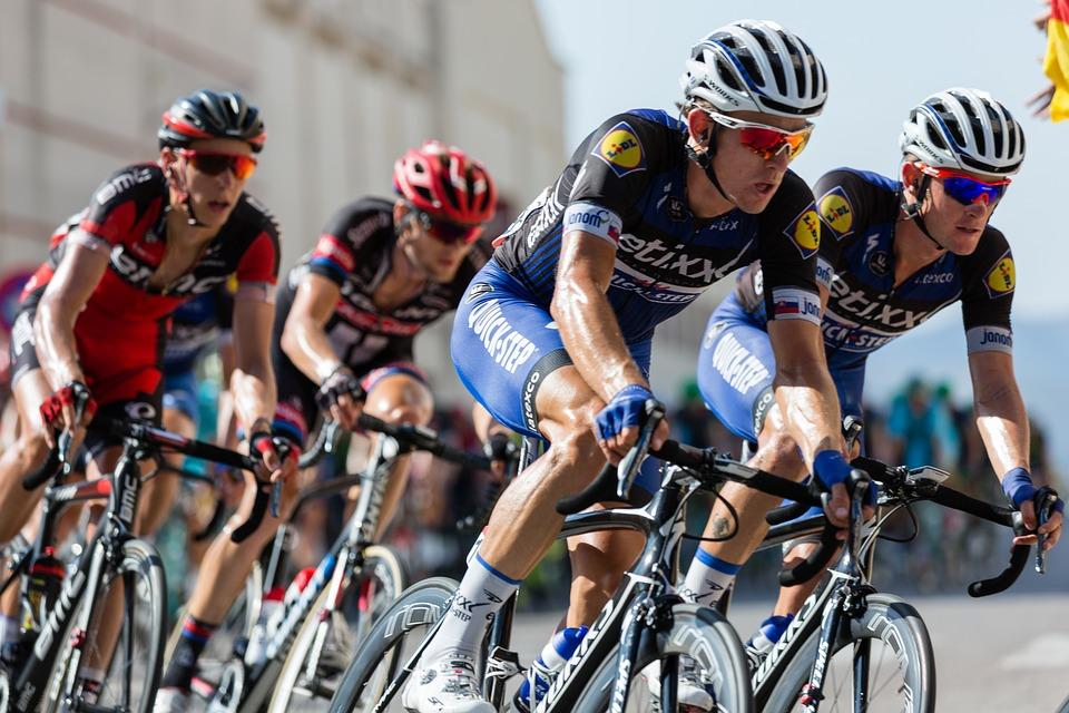 El Ayuntamiento de Elda informa de las calles en las que no se podrá aparcar ni circular el 26 de agosto con motivo del paso de la Vuelta Ciclista a España