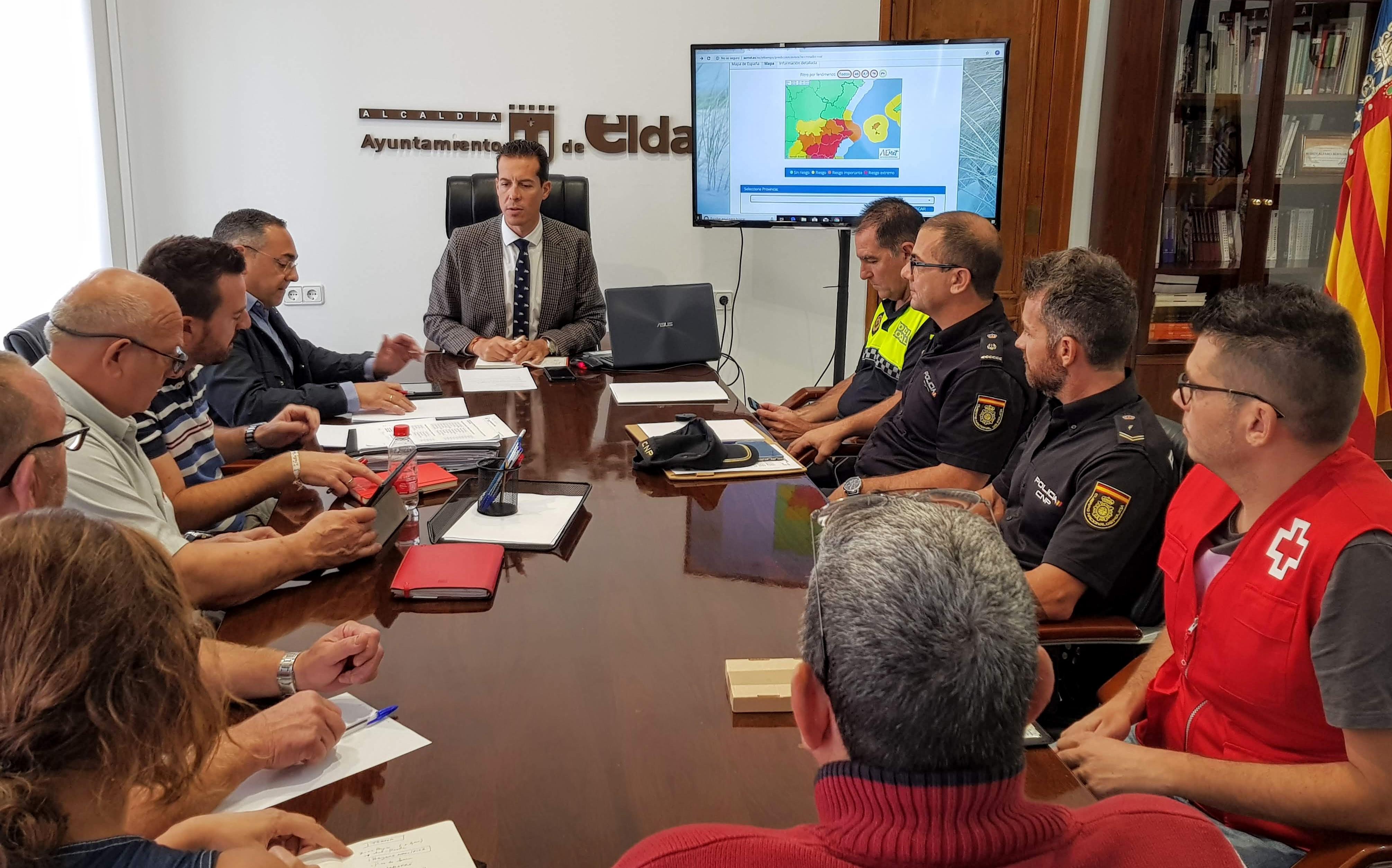 El Ayuntamiento de Elda suspende las clases para mañana jueves al decretarse el nivel rojo de aviso por tormentas y lluvias