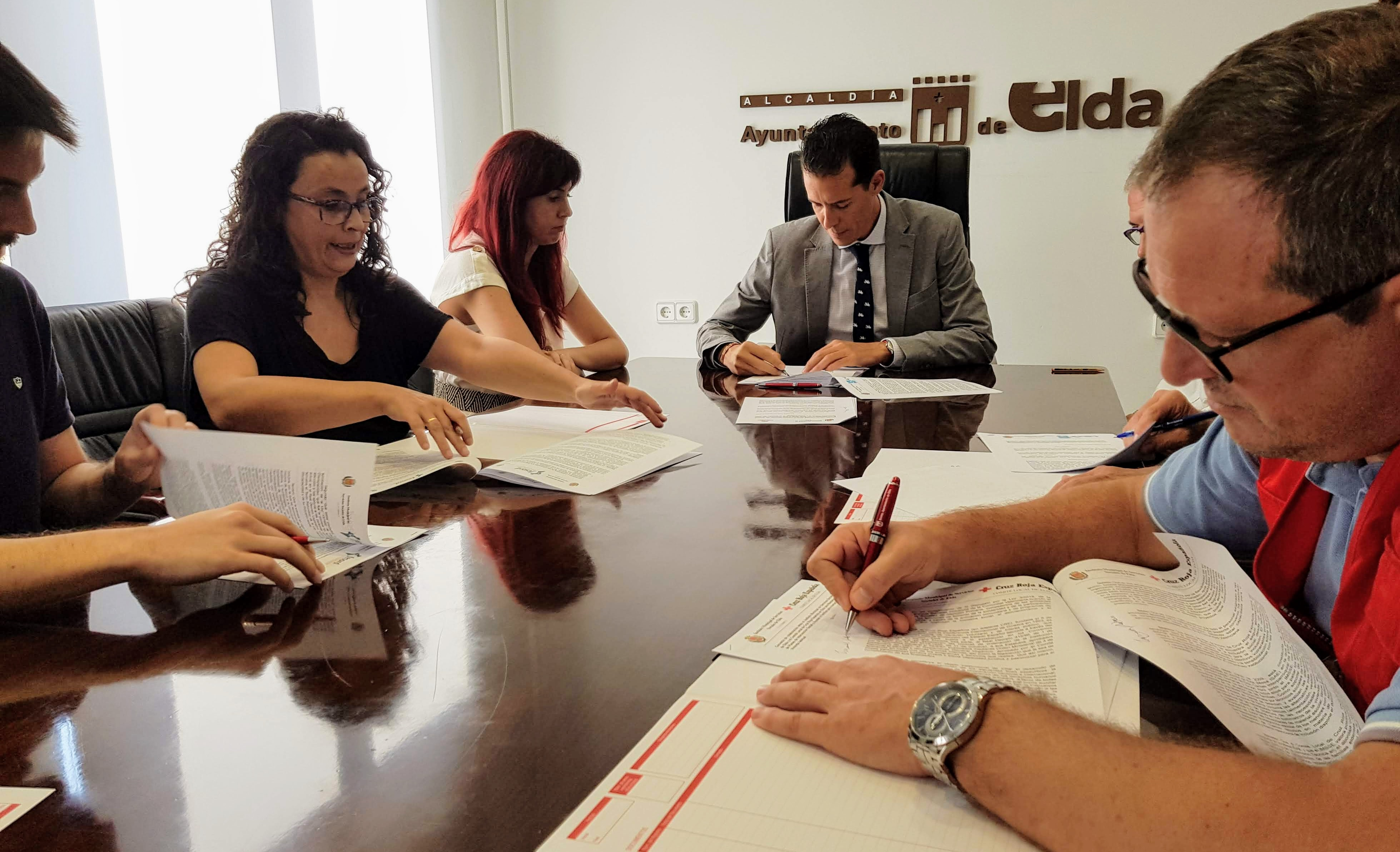 El Ayuntamiento de Elda firma los convenios de colaboración con las entidades sociales con un incremento del 8%