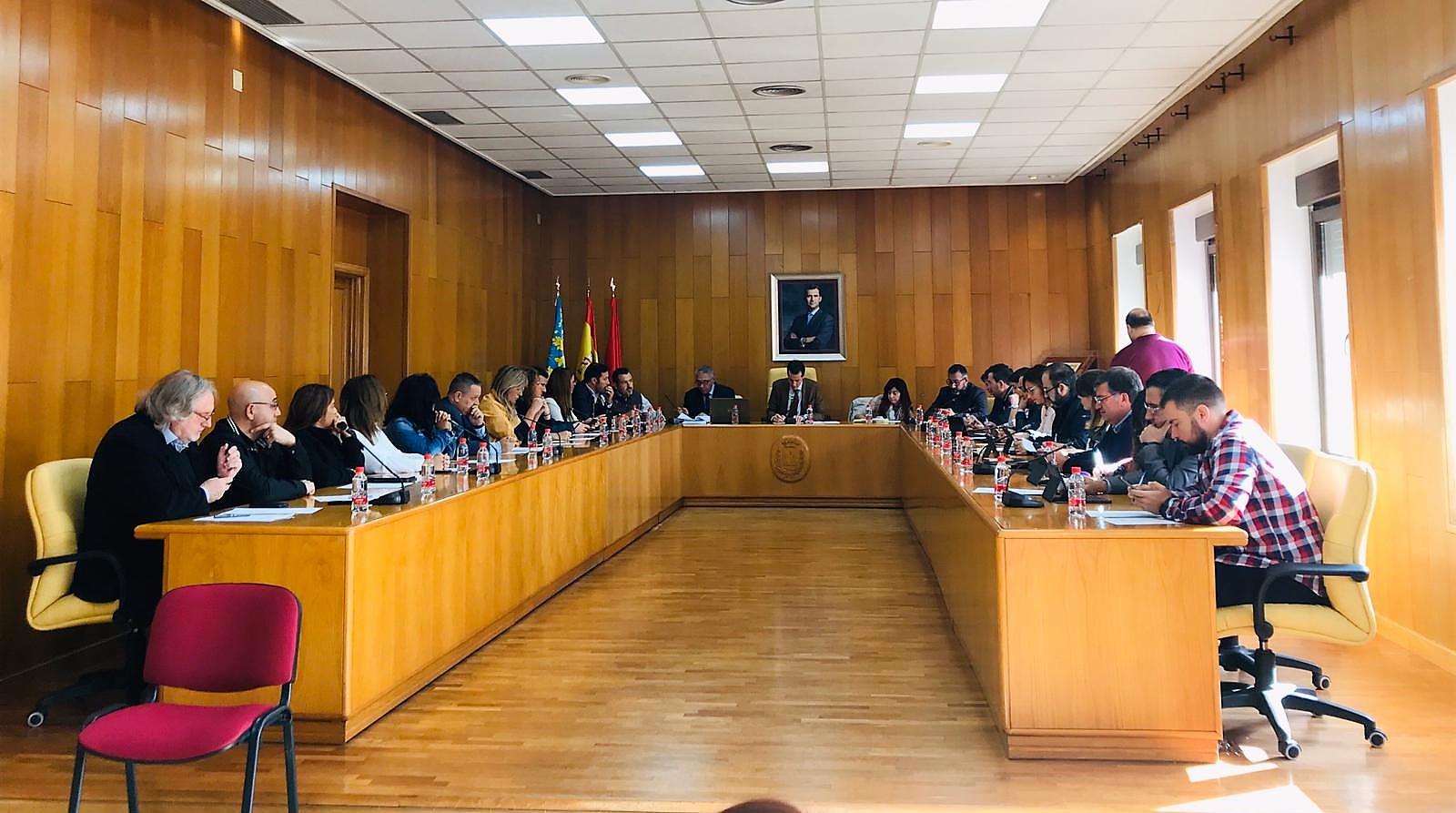 El Ayuntamiento de Elda elimina las botellas de plástico en los plenos municipales