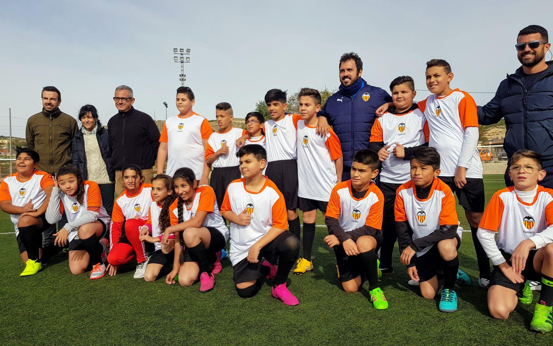 El Ayuntamiento de Elda y el C.P. Virgen de la Salud participan en un programa de la Fundación Valencia C.F. contra el absentismo escolar