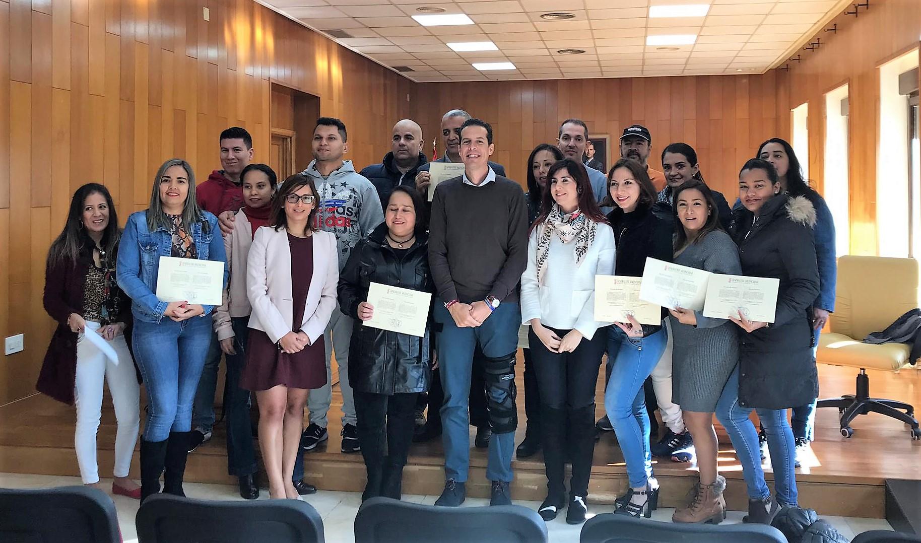 El Ayuntamiento de Elda entrega los certificados de la VIII Edición de la Escuela de Acogida