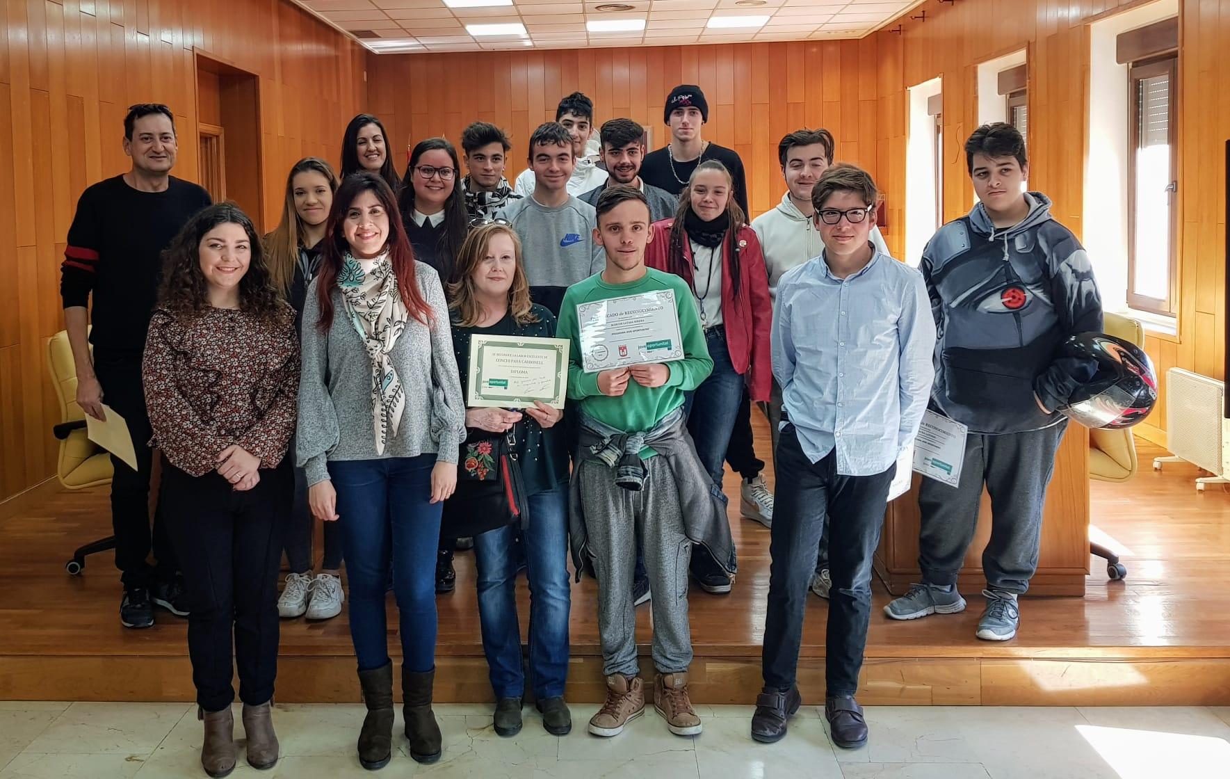 El Ayuntamiento de Elda entrega los certificados a los chicos y chicas que han completado el Programa JOOP