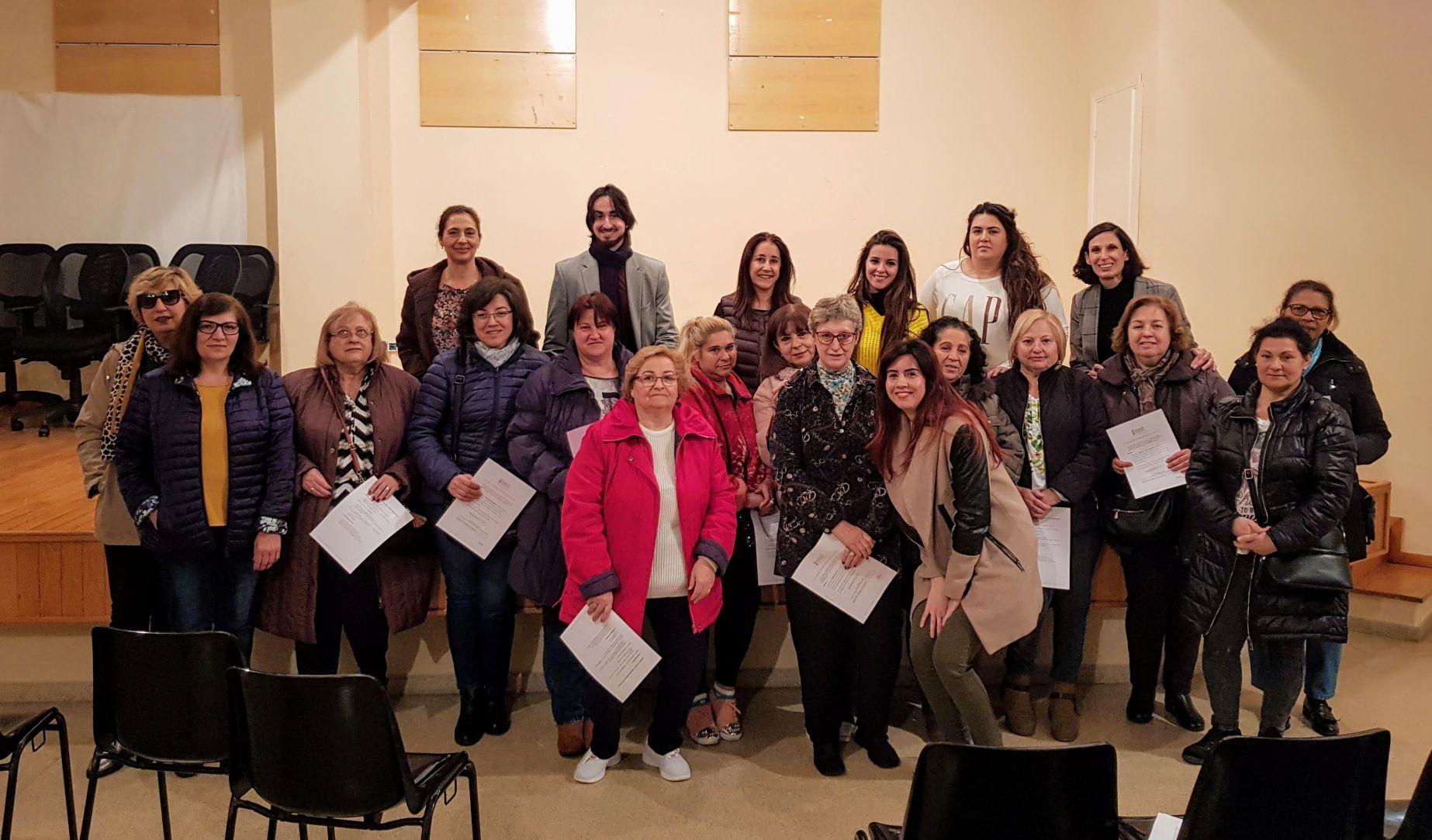 Servicios Sociales entrega los certificados del curso de cuidadores no profesionales de dependientes