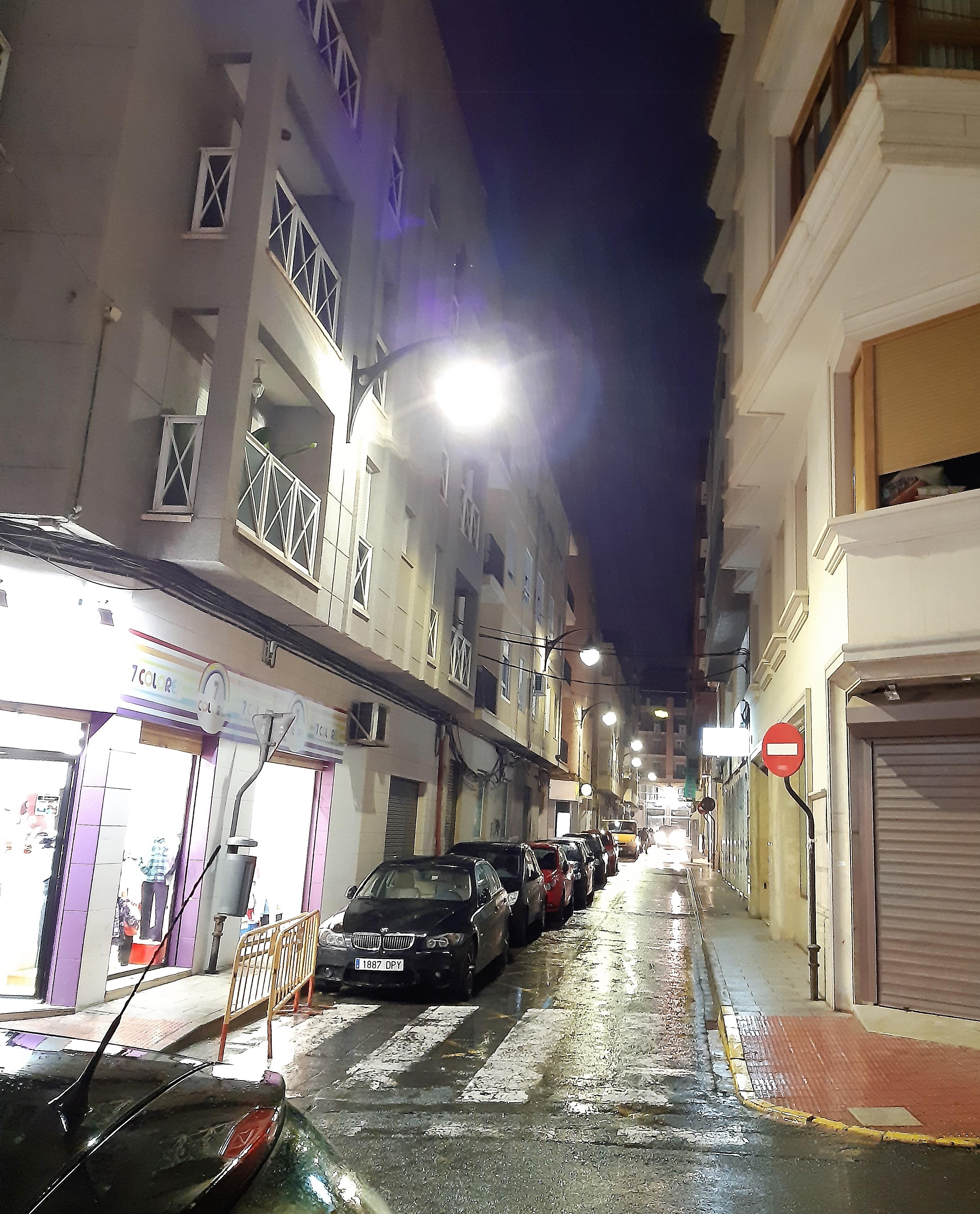 El Ayuntamiento de Elda sustituye las luminarias de la calle Menéndez Pelayo  por tecnología LED