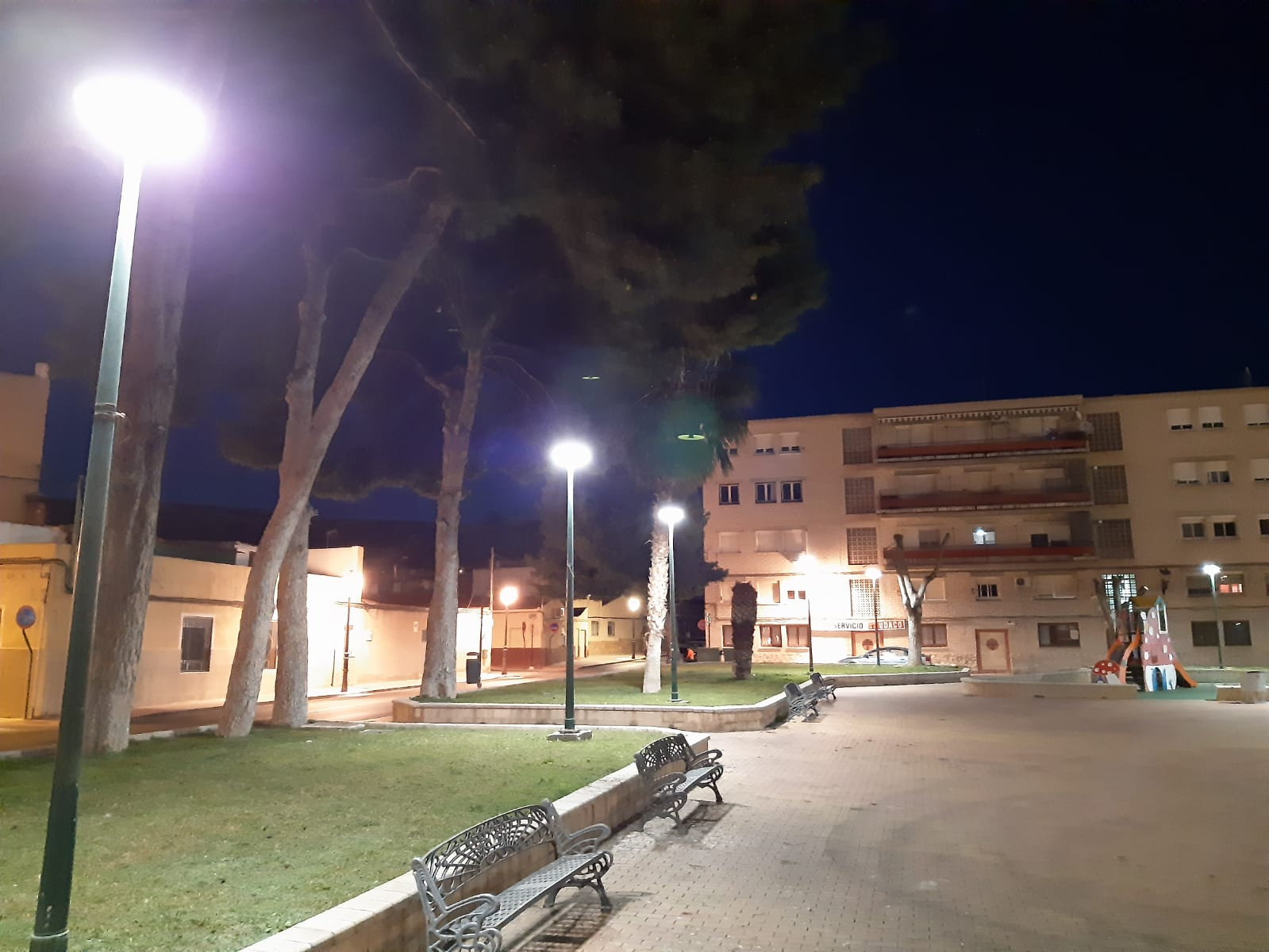 El Ayuntamiento de Elda ahorrará cerca de 3.000 euros al año con el cambio de luminarias de los parques de la Huerta Nueva y Lealtad