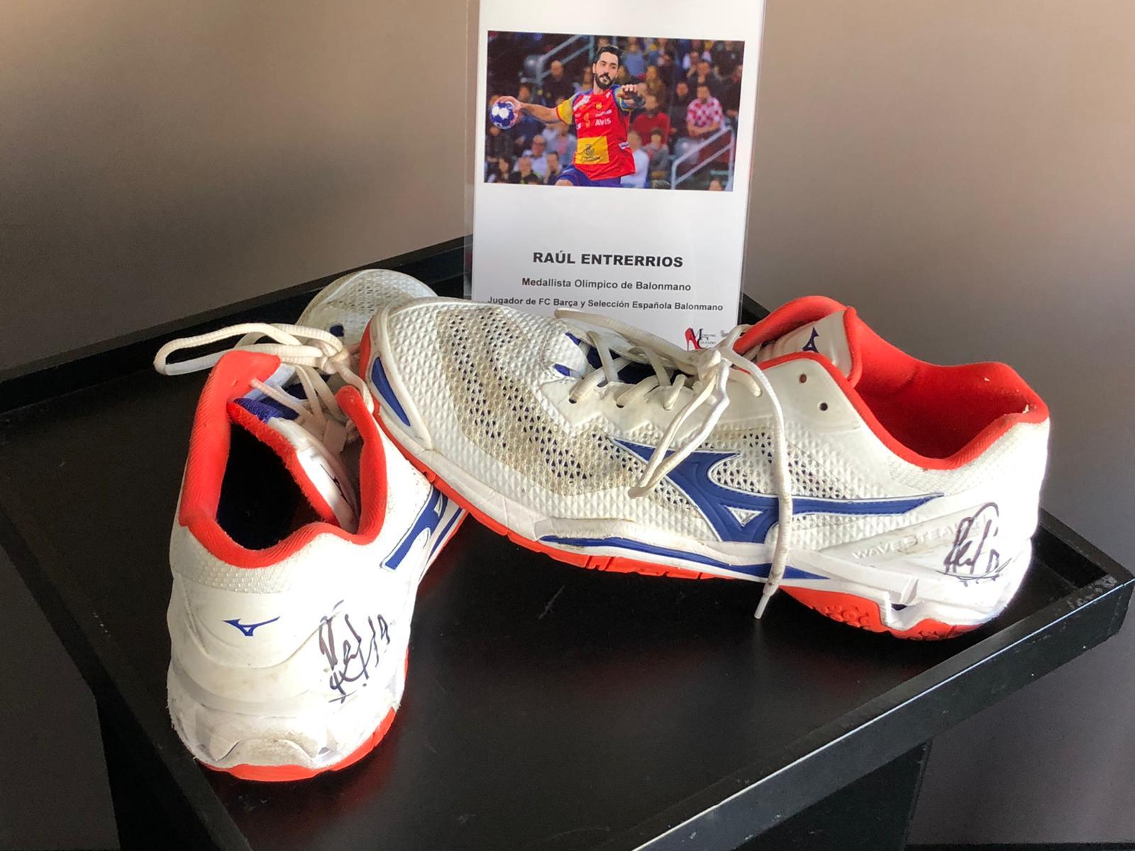 El Museo del Calzado aumenta su colección con las zapatillas de cinco deportistas de élite