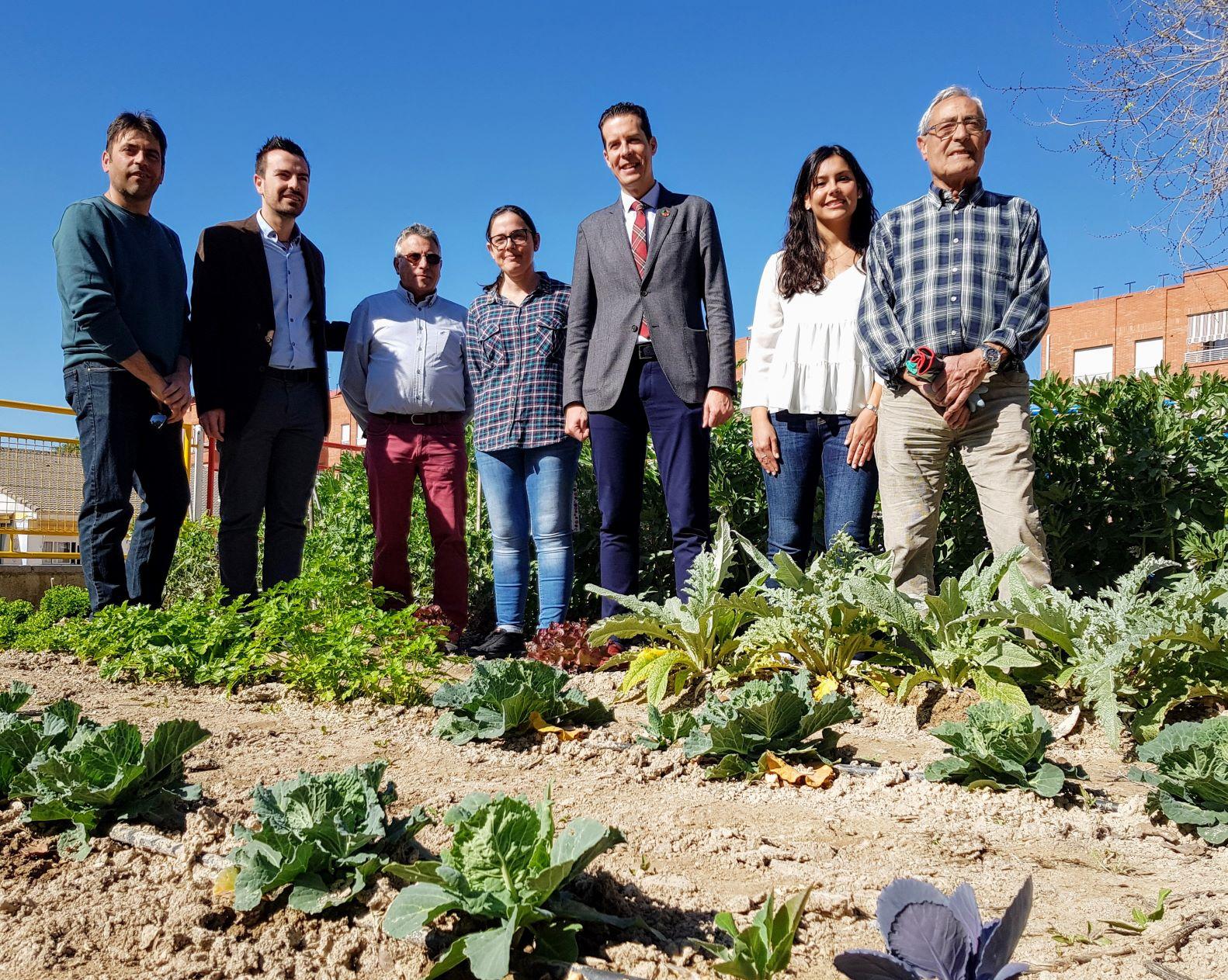 El alcalde Rubén Alfaro felicita a la EEI Nuevo Almafrá por el Premio Nacional Huertos Educativos Ecológicos