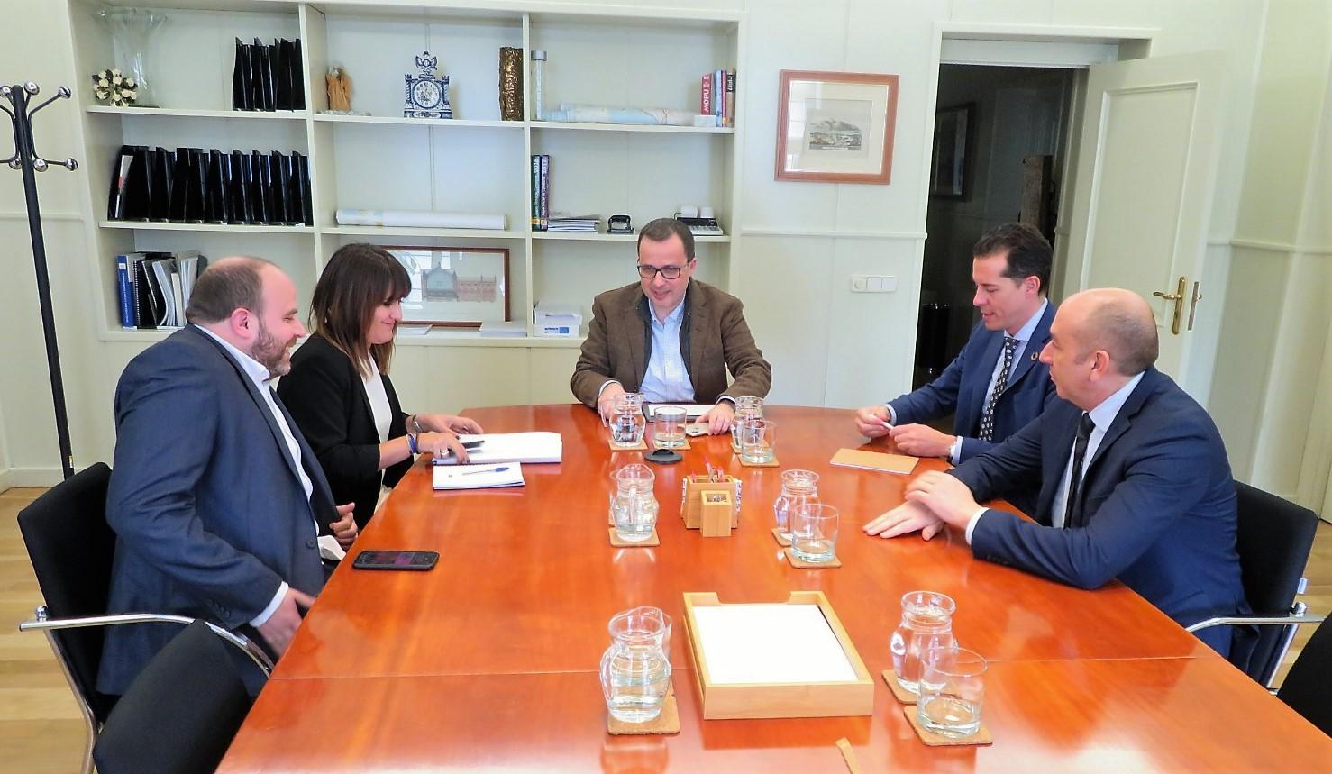 Rubén Alfaro traslada al Ministerio de Transportes la idoneidad de Elda para albergar el puerto seco del Corredor Mediterráneo