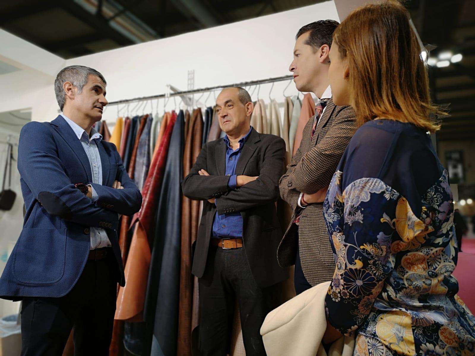 Rubén Alfaro respalda a las empresas de Elda y comarca que participan en la Feria Lineapelle de Milán