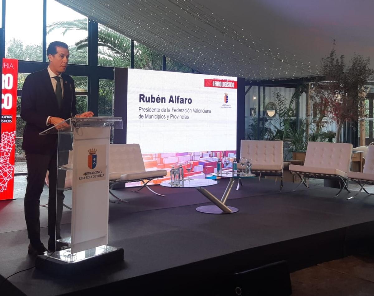 Rubén Alfaro defiende en el II Foro Logístico la instalación del puerto seco del Corredor Mediterráneo en Elda