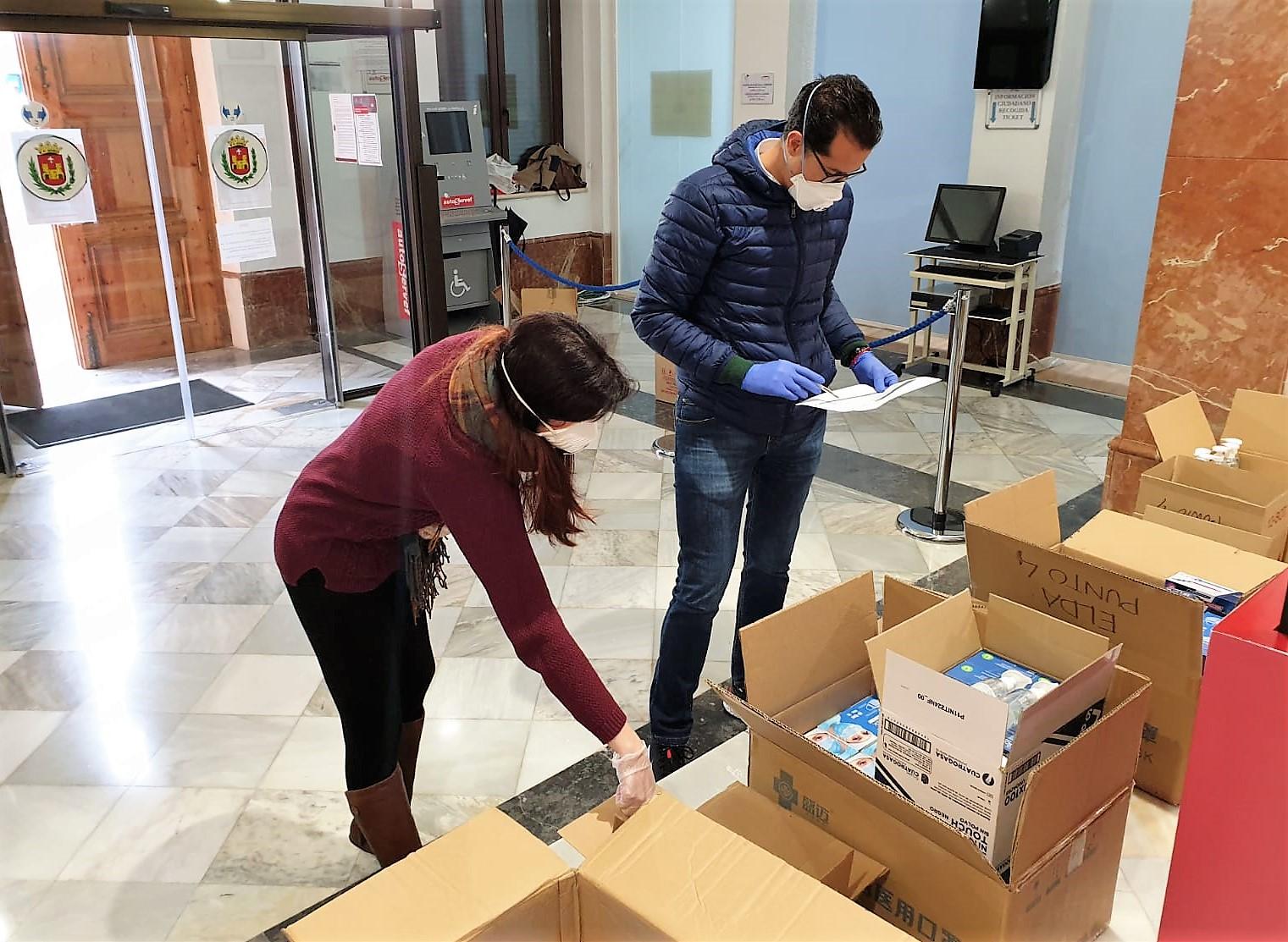 Elda reparte el material sanitario remitido por la Generalitat para los 17 municipios del Alto y Medio Vinalopó