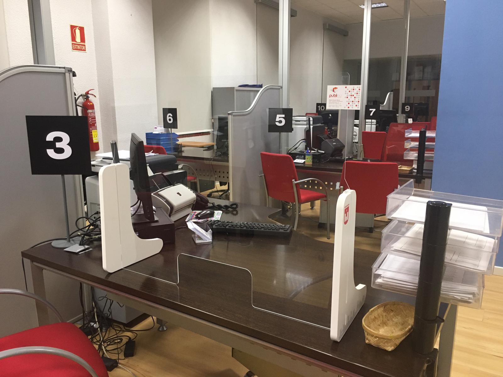 El Ayuntamiento de Elda adquiere 243 mamparas de protección para preparar la vuelta al trabajo presencial de los empleados municipales