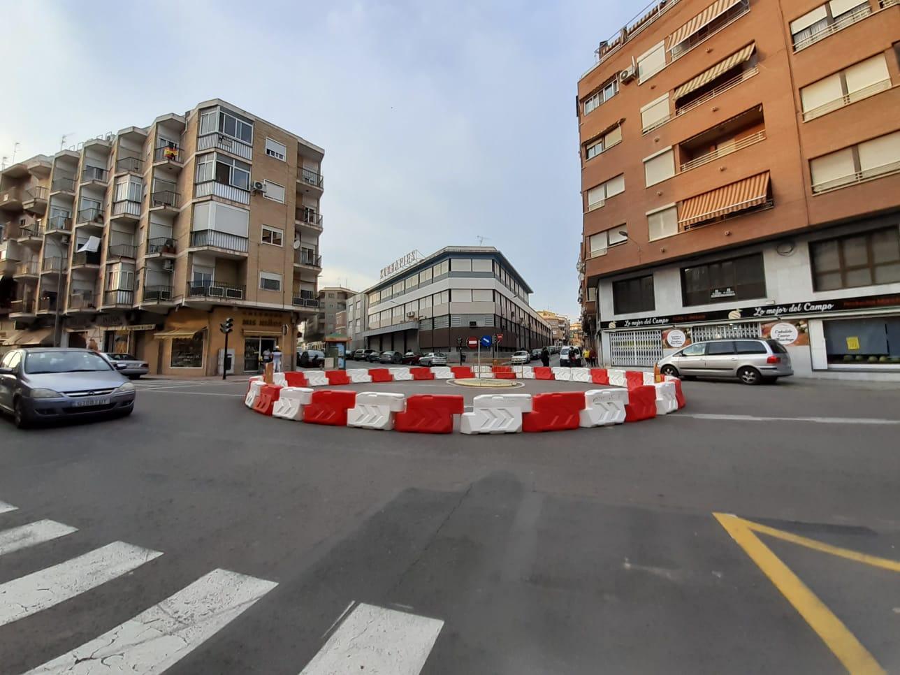 El Ayuntamiento de Elda comienza los trabajos de remodelación de la calle La Cruz para mejorar la accesibilidad general en la zona